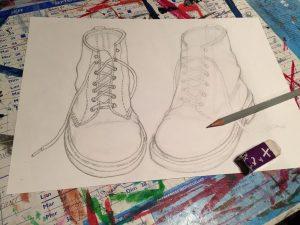 dessin de chaussures réalisé en cours adolescent à l'atelier croqu'art situé à villers-cotterêts et encadré par coraline van butsele