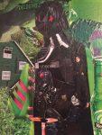 portrait de Dark Vador tout en collages de magazines à la manière de l'artiste Derek Gores, réalisé au cours adolescent de l'atelier croqu'art, dirigé par coraline van butsele à villers-cotterêts