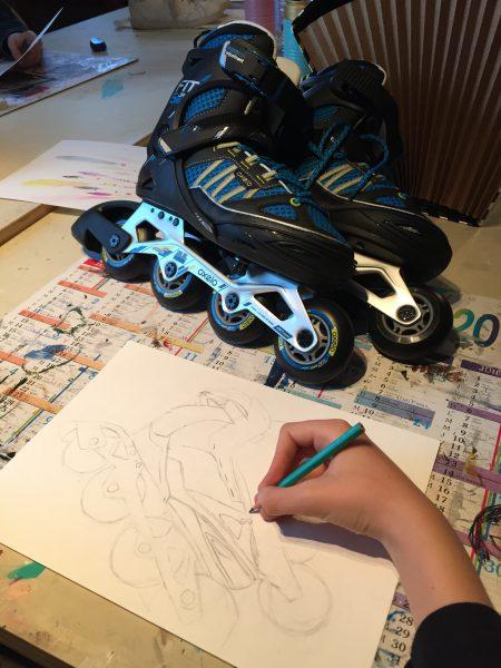 Dessin de chaussures réalisés au cours adolescent de l'atelier croqu'art de villers cotterêts, encadré par Coraline Van Butsele