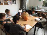 cours de dessin sur le thème d'Halloween encadré par Coraline Van Butsele aux ateliers créatifs de villers cotterets