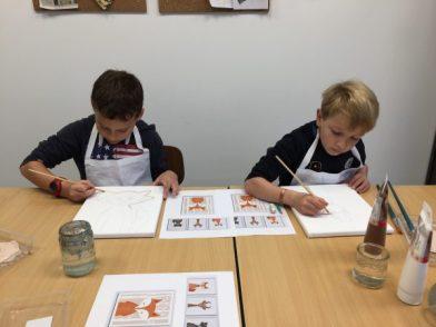 Atelier peinture en stage multi activités pendant les vacances de la toussaint aux ateliers créatifs de villers-cotterêts