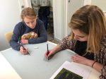 stage dessin en famille encadré par Coraline Van Butsele aux Ateliers Créatifs de Villers-Cotterêts