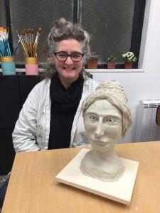 Portraits en argile réalisés dans le cadre du stage sculpture adulte encadré par Jonathan Boucher aux ateliers créatifs de Villers-Cotterêts