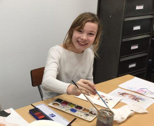 Cours de dessin encadré par Coraline Van Butsele aux ateliers créatifs de villers-cotterets