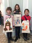 stage tote bag aux ateliers créatifs de villers-cotterets. journée d'atelier pour enfant, composée d'un cours de peinture sur tissu le matin et d'un cours de couture l'après midi. Réalisation d'un sac entièrement fait main