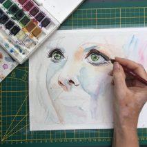 portrait de femme à l'aquarelle réalisé en cours de dessin aux ateliers créatifs de villers-cotterets avec coraline van butsele