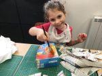 stage papier mâché enfant encadré par Emilie Bêchepois aux ateliers créatifs de Villers-Cotterêts