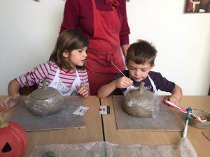stage poterie halloween encadré par Laurence Badens aux ateliers créatifs de villers-cotterets