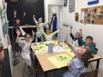 stage coussin peinture sur tissu et couture encadré par Coraline Van Butsele et Emilie Bechepois aux ateliers créatifs de villers-cotterets