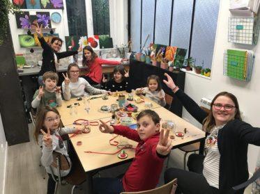 Boule à neige et décoration de sapin réalisées en stage noël enfant aux ateliers créatifs de Villers-Cotterêts