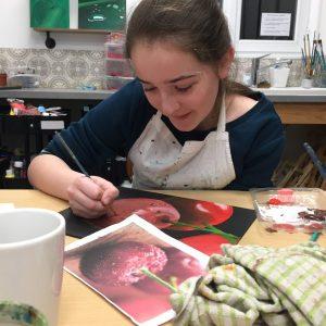 travail de dessin sur les gouttes d'eau en cours ado aux ateliers créatifs de villers-cotterets