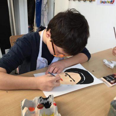 cours de dessin enfant aux ateliers créatifs de Villers-Cotterêts encadré par Coraline Van Butsele