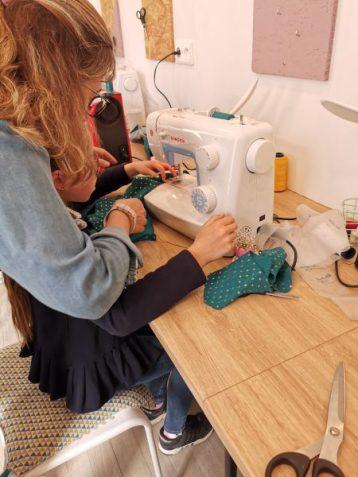 stage couture parent enfant encadré par Emilie Bêchepois aux ateliers créatifs de villers-cotterets