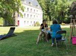 stage peinture en extérieur à Haramont encadré par Coraline Van Butsele au sein de l'association les ateliers créatifs de Villers Cotterêts