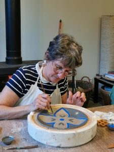 stage poterie et faïence adulte encadré par Isabelle Blutel dans le cadre des ateliers créatifs de Villers-Cotterêts