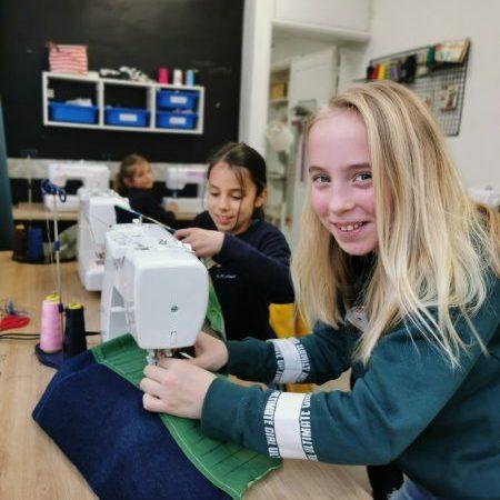 atelier peinture et couture pour enfants pendant les vacances scolaires à Villers-Cotterêts